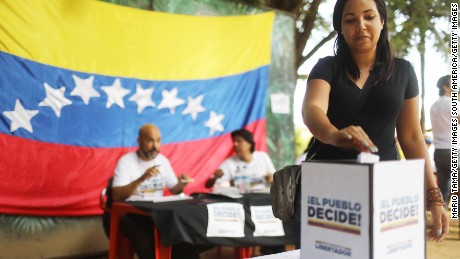 RIO DE JANEIRO, BRAZIL - JULY 16:  An expatriate Venezuelan casts her ballot during an unofficial referendum, or plebiscite, held by Venezuela's opposition against Venezuela's President Nicolas Maduro's government on July 16, 2017 in Rio de Janeiro, Brazil. Voting was conducted across 2,000 polling centers in Venezuela and in more than 80 countries around the world amidst a severe crisis in Venezuela.  (Photo by Mario Tama/Getty Images)