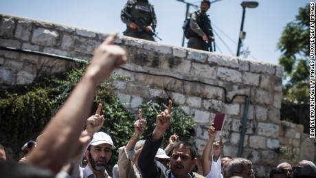 JERUSALEM, ISRAEL - JULY 19:  Palestinian Muslims clash outside the entrance to the old city of Jerusalem as it is partially blocked by Israeli Police on July 19, 2017 in Jerusalem, Israel. Following Friday's terror attack the holy site of Al Aqsa mosque was partly closed. Now only individuals can enter through metal detectors which has sparked outrage in the Muslim community.  (Photo by Ilia Yefimovich/Getty Images)
