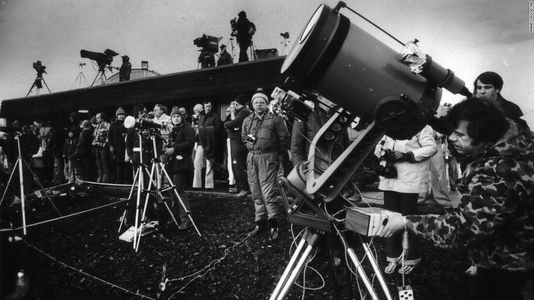 On February 26, 1979, eclipse enthusiasts, photographers and television crews gather to watch the solar eclipse in Goldendale, Washington.