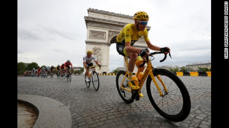 Froome rides past the Arc de Triomphe in the 2017 Tour de France's concluding stage.