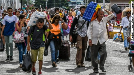 Venezuelan citizens cross the Simon Bolivar international bridge from San Antonio del Tachira, Venezuela to Cucuta, Norte de Santander Department, Colombia, on July 25, 2017. Some 25.000 Venezuelans cross to Colombia and return to their country daily with food, consumables and money from ilegal work, according to official sources. Also, there are 47.000 Venezuelans in Colombia with legal migratory status and another 150.000 who have already completed the 90 allowed days and are now without visa.  / AFP PHOTO / Luis Acosta        (Photo credit should read LUIS ACOSTA/AFP/Getty Images)