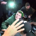 cnnee justin bieber hits a paparazzi_00003525