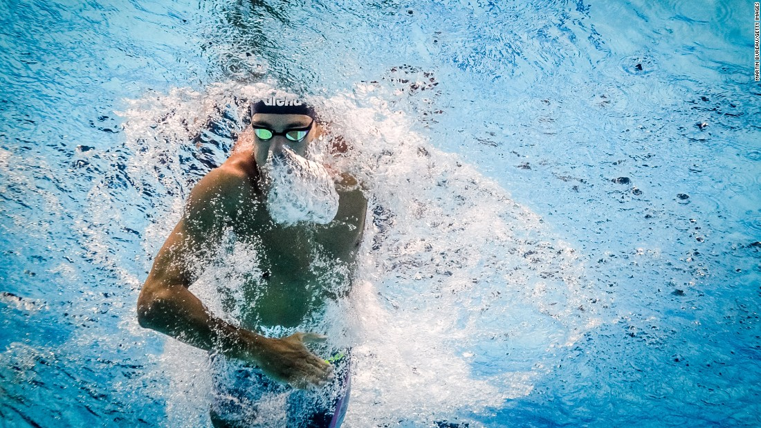 This image shows Italy's Gregorio Paltrinieri powering through the pool on his way to winning the men's 800m freestyle final.