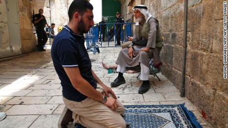 Jerusalem's Muslims return to pray at al-Aqsa amid clashes