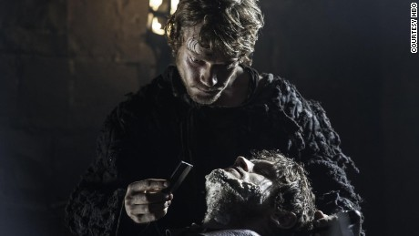 Theon shaves Ramsay Bolton, showing his full acquiescene to his servile 'Reek' character