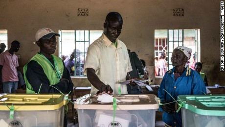 Voters cast their ballot in Kisumu, on Lake Victoria.