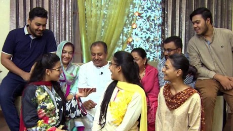 india pakistan family divided kapur pkg ns_00024115