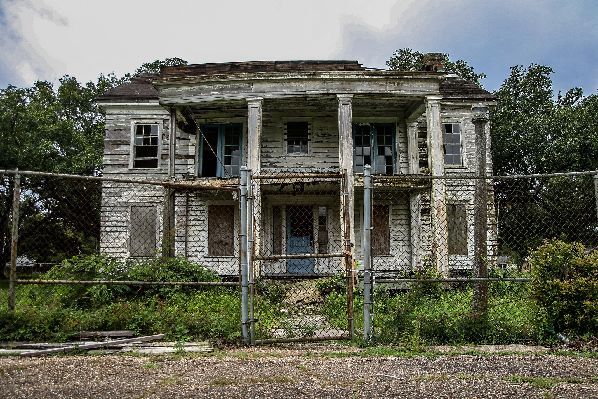 170814114227-abandoned-new-orleans-offic
