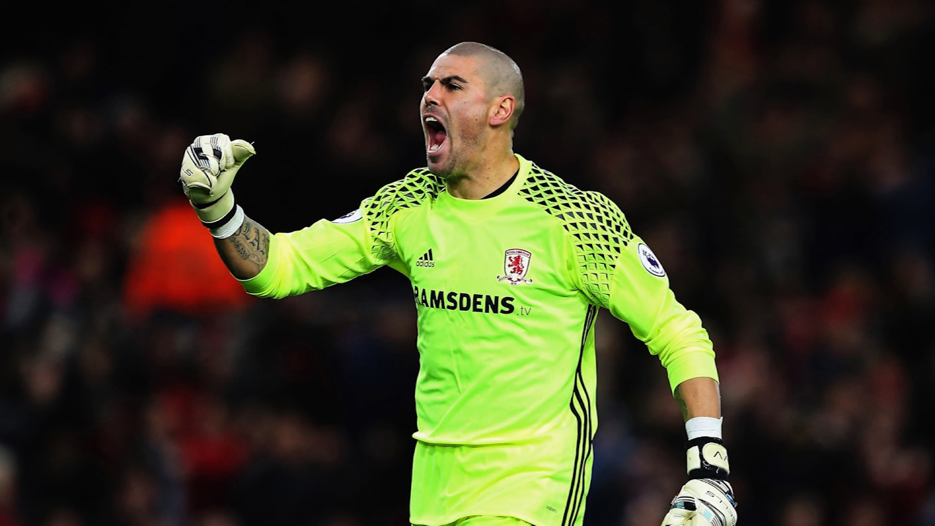 V­ctor Valdés de las canchas al mundo de la TV CNN Video