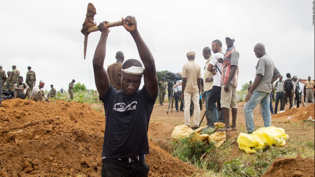 A volunteer digs a grave on August 17, 2017, at the Waterloo Cemetery in Freetown, Sierra Leone. Torrential rains triggered mudslides beginning on August 14, in the capital region of this West African nation.