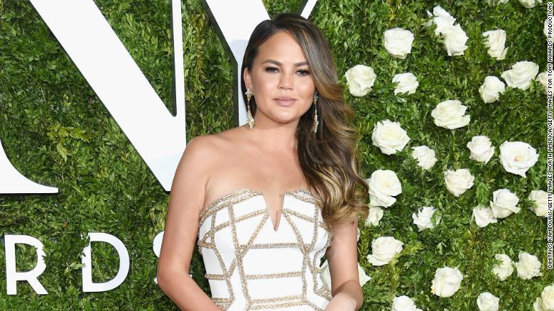 Chrissy Teigen sends tweetstorm aboard flight