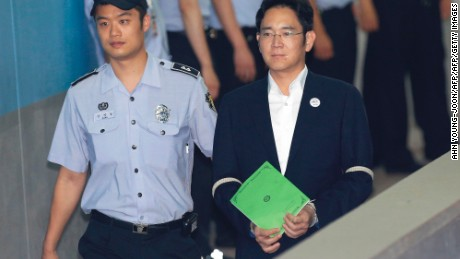 Lee Jae-yong (front R), vice chairman of Samsung Electronics Co., arrives for his trial at the Seoul Central District Court in Seoul on August 7, 2017. South Korean prosecutors on August 7 demanded the heir to the Samsung empire be jailed for 12 years over his role in the corruption scandal that brought down the country's last president. / AFP PHOTO / POOL / Ahn Young-joon        (Photo credit should read AHN YOUNG-JOON/AFP/Getty Images)