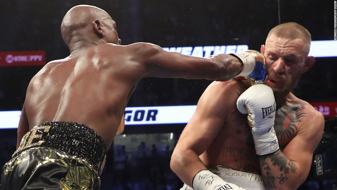 After a typically slow start, Mayweather started to force the action more in the middle rounds.