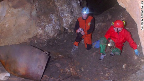 6,000-year-old wine residue found in Sicilian cave