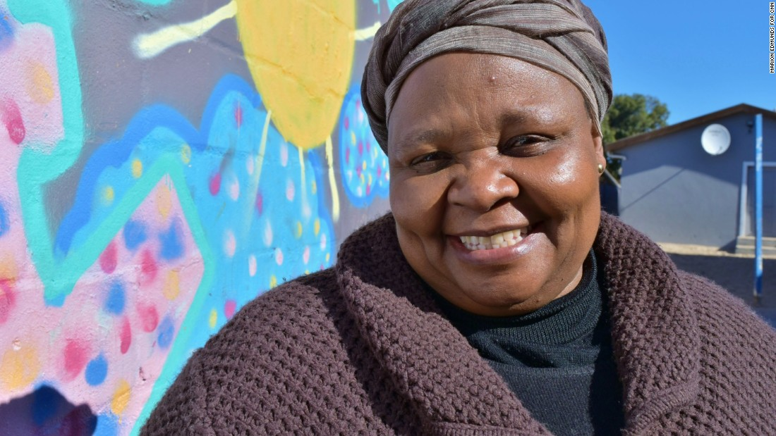'Mama Rosie' cares for Cape Town's AIDS orphans