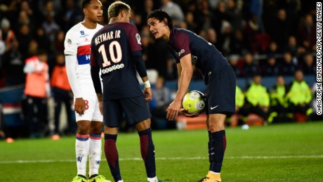 Paris Saint-Germain's Uruguayan forward Edinson Cavani (R) speaks with Paris Saint-Germain's Brazilian forward Neymar (C) during the French L1 football match between Paris Saint-Germain and Olympique Lyonnais at the Parc des Princes Stadium in Paris on September 17, 2017. / AFP PHOTO / CHRISTOPHE SIMON        (Photo credit should read CHRISTOPHE SIMON/AFP/Getty Images)