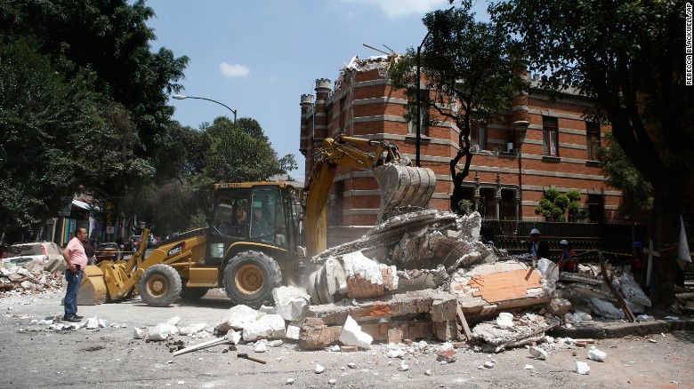 Earthquake kills dozens in central Mexico