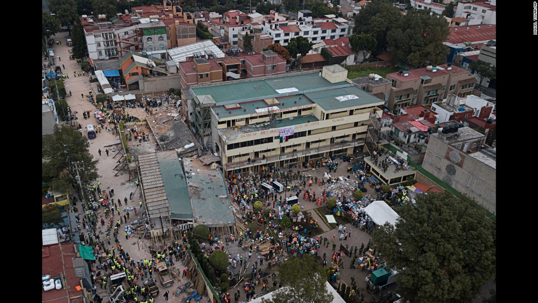 Volunteers and rescue workers search for people trapped inside the Enrique Rebsamen school on September 20.