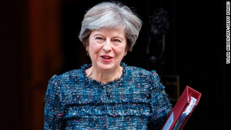 Theresa May warned to change course over Brexit and Irish border