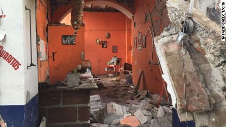 Mexican town shakes off shock after quake, begins to move forward