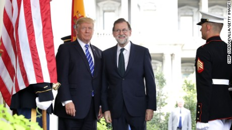WASHINGTON, DC - SEPTEMBER 26:  U.S. President Donald Trump (L) welcomes Spanish Prime Minister Mariano Rajoy to the White House September 26, 2017 in Washington, DC. Later in the day Rajoy and Trump will hold a joint news conference in the Rose Garden where they will likely announce more cooperation in the fight against terrorism and possibly address the growing division between Spaniards ahead of a Sunday referendum on Catalonia's independence.
