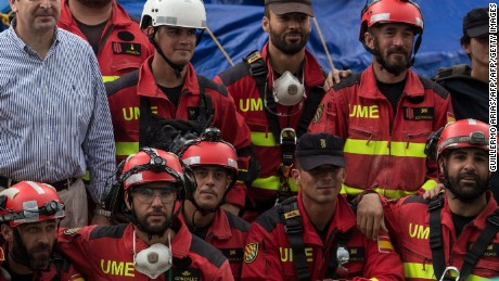 Spanish ambassador to Mexico, Luis Fernandez-Cid de las Alas Pumarino (C-grey shirt) poses with the Spanish rescue team members during a break in the search of survivors still buried under the rubble from a collapsed building in Mexico City, on September 24, 2017.  Hopes of finding more survivors after Mexico City's devastating quake dwindled to virtually nothing on Sunday, five days after the 7.1 tremor rocked the heart of the mega-city, toppling dozens of buildings and killing more than 300 people. / AFP PHOTO / Guillermo Arias        (Photo credit should read GUILLERMO ARIAS/AFP/Getty Images)