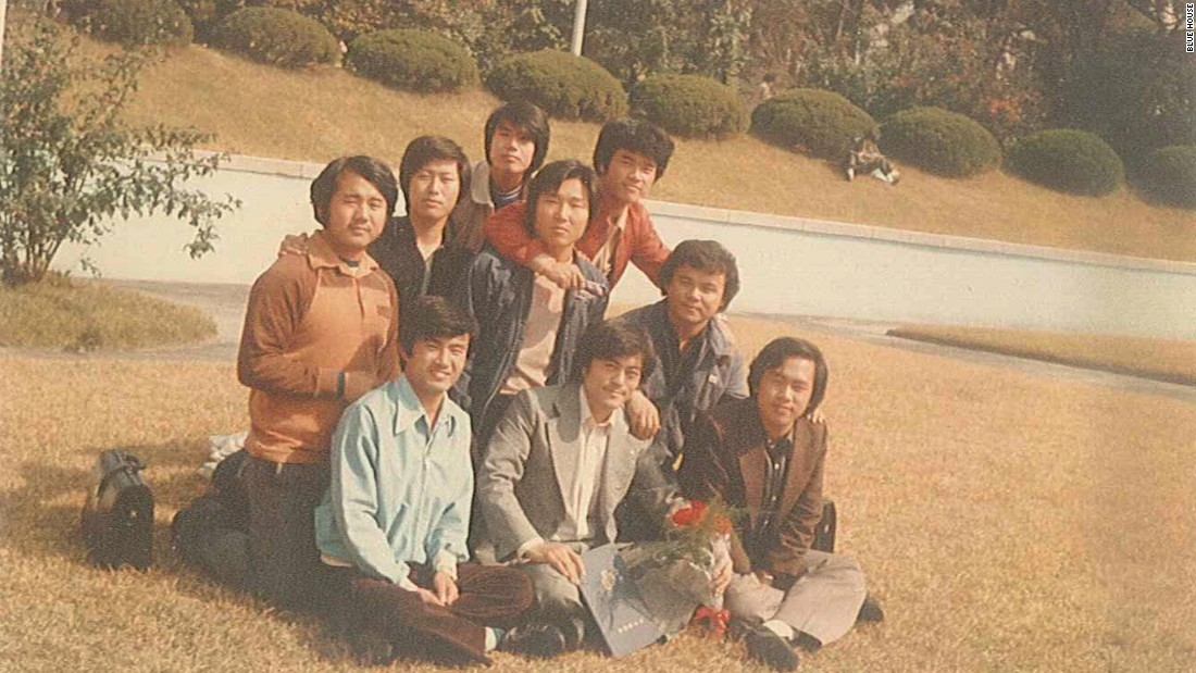 In 1972, he began to study for a law degree. As a student, he took part in protests against the dictatorship of the then-president Park Chung-hee and was arrested.