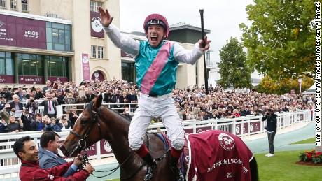 Prix de l'Arc de Triomphe: Veteran Frankie Dettori wins race for record fifth time