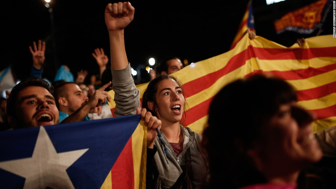 "Independence supporters gather in Barcelona after Catalonia's separatist government <a href=""http://www.cnn.com/2017/09/27/europe/catalan-referendum-explained/index.html"">held a referendum</a> to decide if the region should split from Spain on Sunday, October 1."