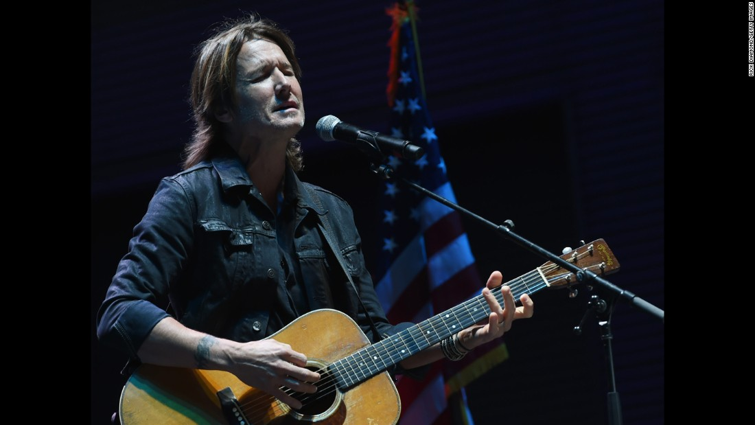 "Country music star Keith Urban performs ""Bridge Over Troubled Water"" during a candlelight vigil in Nashville, Tennessee, on October 2."