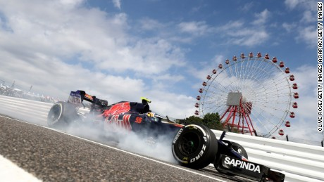 SUZUKA, JAPAN - OCTOBER 07: Carlos Sainz of Spain driving the (55) Scuderia Toro Rosso STR11 Ferrari 060/5 turbo locks a wheel as he comes into the pits during practice for the Formula One Grand Prix of Japan at Suzuka Circuit on October 7, 2016 in Suzuka.  (Photo by Clive Rose/Getty Images)