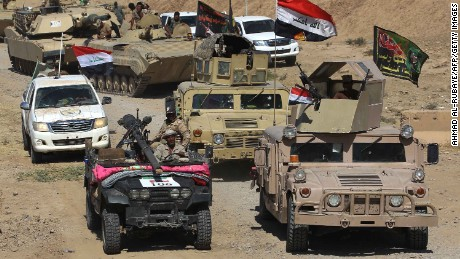 Iraqi forces and the Hashed al-Shaabi (Popular Mobilisation units) advance towards the Islamic State (IS) group's stronghold of Hawija on October 2, 2017 to recapture the town from the jihadists. 