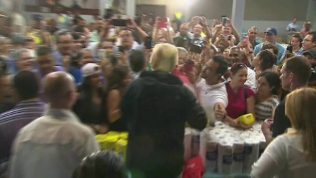 Trump throws paper towels to Puerto Ricans after hurricane_00000014