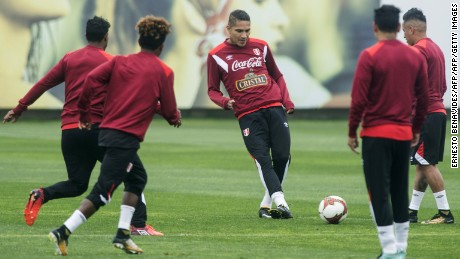 Peruvian national team footballer Paolo Guerrero (C) takes part in a training session in Lima on October 8, 2017 ahead of their FIFA 2018 World Cup South American qualifier against Colombia, on October 10. / AFP PHOTO / ERNESTO BENAVIDES        (Photo credit should read ERNESTO BENAVIDES/AFP/Getty Images)
