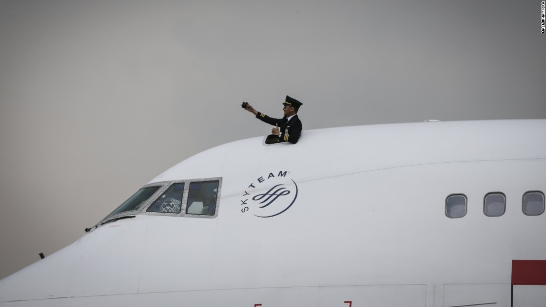 "A Garuda Indonesia pilot takes a selfie on the cockpit of a Boeing 747-400 during a ceremony in Tangerang, Indonesia, on Monday, October 9. The airline <a href=""https://www.flightglobal.com/news/articles/picture-garuda-indonesia-retires-last-boeing-747-40-441955/"" target=""_blank"">was retiring the last 747 in its fleet.</a>"