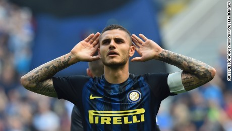 Inter Milan's forward from Argentina Mauro Icardi celebrates after scoring during the Italian Serie A football match Inter Milan vs AC Milan at the San Siro stadium in Milan on April 15, 2017. / AFP PHOTO / GIUSEPPE CACACE        (Photo credit should read GIUSEPPE CACACE/AFP/Getty Images)