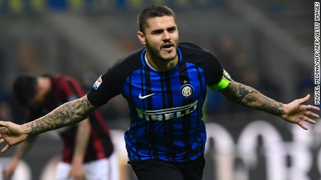 Inter Milan's Captain Argentinian forward Mauro Icardi celebrates after scoring during the Italian Serie A football match Inter Milan Vs AC Milan on October 15, 2017 at the 'San Siro Stadium' in Milan.  / AFP PHOTO / MIGUEL MEDINA        (Photo credit should read MIGUEL MEDINA/AFP/Getty Images)