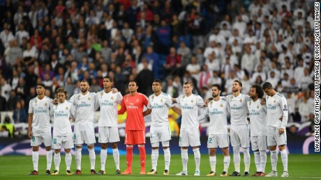 MADRID, SPAIN - OCTOBER 17:  The Real Madrid team line up ahead of the UEFA Champions League group H match between Real Madrid and Tottenham Hotspur at Estadio Santiago Bernabeu on October 17, 2017 in Madrid, Spain.  (Photo by Laurence Griffiths/Getty Images)