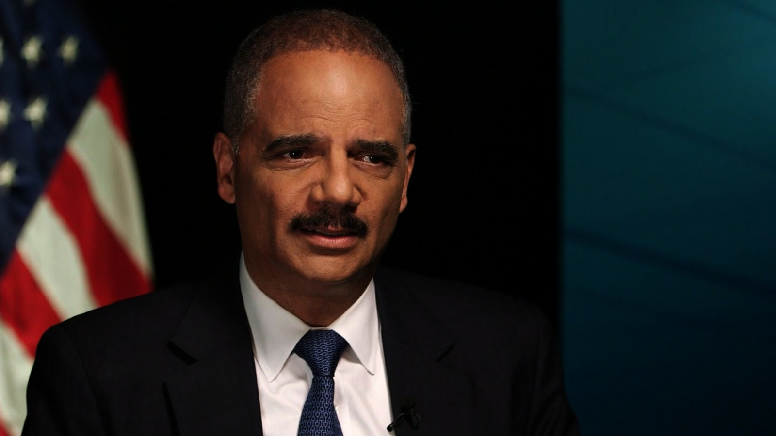 holder trump crossed the line saying obama didn t call gold
