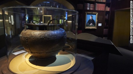 The Battersea Cauldron is displayed during a preview of 'Harry Potter: A History of Magic' exhibition at the British Library, in central London on October 18, 2017, marking the twentieth anniversary of the publication of Harry Potter and the Philosopher's Stone.  / AFP PHOTO / NIKLAS HALLE'N / RESTRICTED TO EDITORIAL USE - MANDATORY MENTION OF THE ARTIST UPON PUBLICATION - TO ILLUSTRATE THE EVENT AS SPECIFIED IN THE CAPTION        (Photo credit should read NIKLAS HALLE'N/AFP/Getty Images)