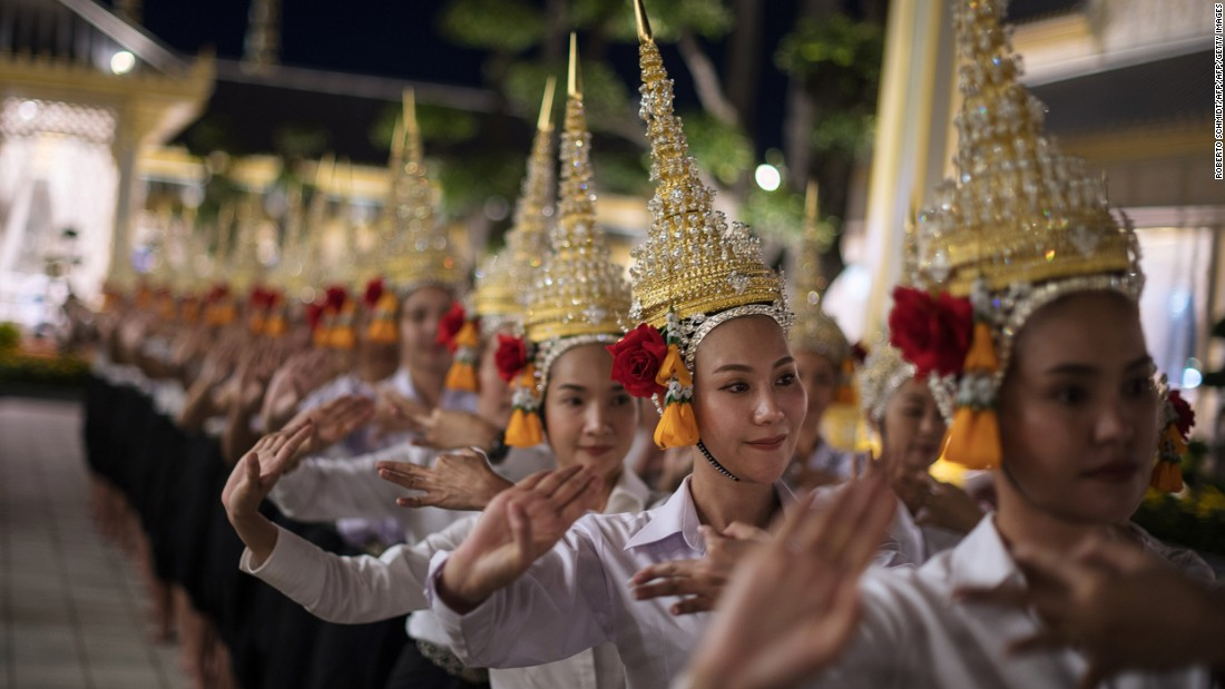 <strong>Royal performances: </strong>Royal performances, including Khon masked dances, puppet shows and live music, will start at 6 p.m. on October 26 and continue until 6 a.m. the following day.
