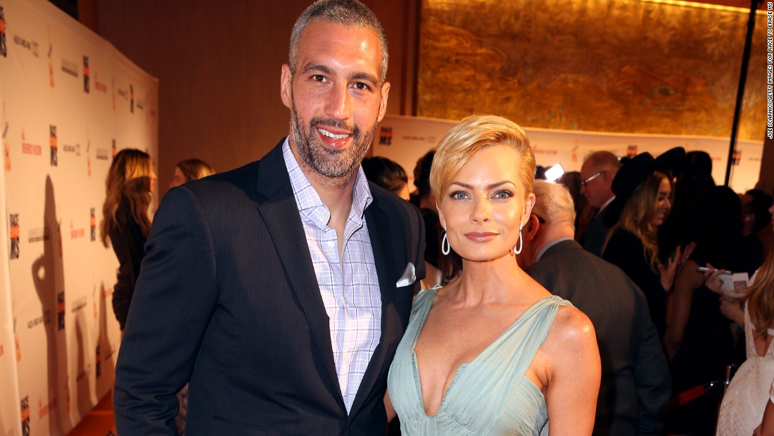 Hamzi Hijazi and actress Jaime Pressly welcomed twins Leo and Lenon in October she announced on her Instagram account. Pressly has a 10 year-old son with a former boyfriend.