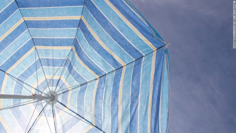 Uno scudo solare funzionerebbe come un enorme ombrello sospeso nello spazio.
