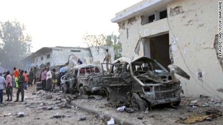 At least ten people were killed in suicide car bomb attack near Somalia's presidential palace.