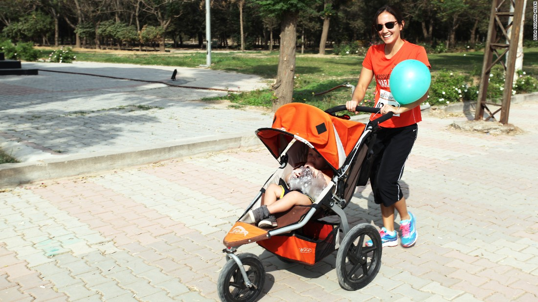 One expat participant ran the whole course with her daughter in a stroller.
