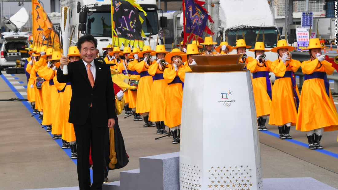 The Prime Minister of the Republic of Korea, Lee Nak-yon, then lit the cauldron to signal the start of the Olympic flame's journey to PyeongChang 2018.