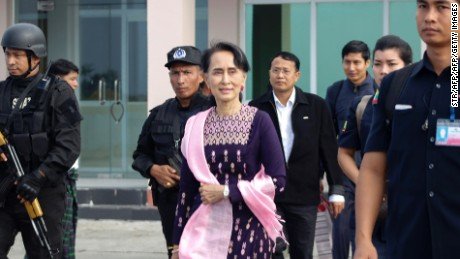 Myanmar State Counselor Aung San Suu Kyi (center) arrives in Sittwe airport for an unannounced visit to Rakhine state on November 2, 2017.