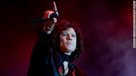 Spanish rock singer Enrique Bunbury performs during the first day of the Mexican musicial festival Vive Latino, at the Foro Sol in Mexico City, on April 23, 2016.  / AFP / ALFREDO ESTRELLA        (Photo credit should read ALFREDO ESTRELLA/AFP/Getty Images)