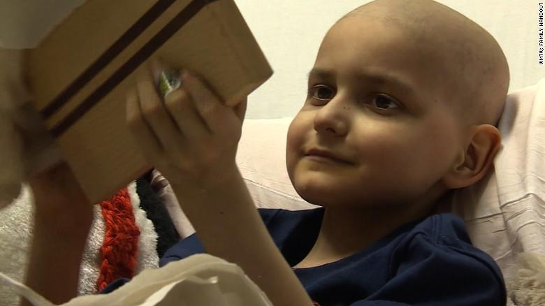 9-year-old who wished for Christmas cards loses battle with cancer