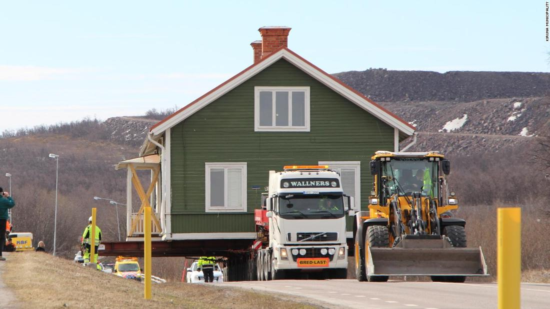 A housing unit for employees at the mine, the Arbetarbostaden B5 was the first of Kiruna's heritage buildings to be relocated.